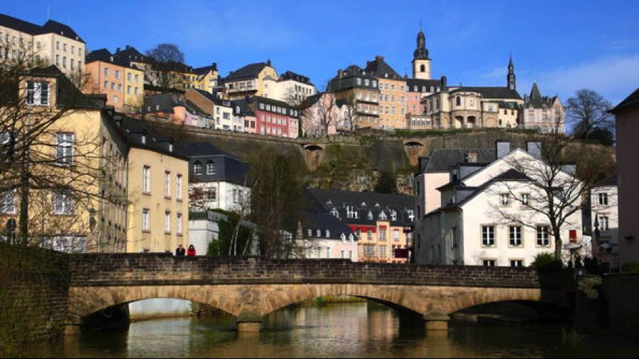 Thành phố Luxembourg là thủ đô của Đại Công quốc Luxembourg, đây là một trong những quốc gia nhỏ nhất Châu Âu với diện tích chỉ có 2.586 km2 và khoảng 513.000 dân.