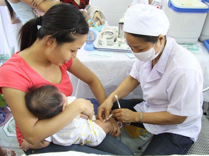 Tiêm vắc xin là biện pháp phòng bệnh hữu hiệu nhất.