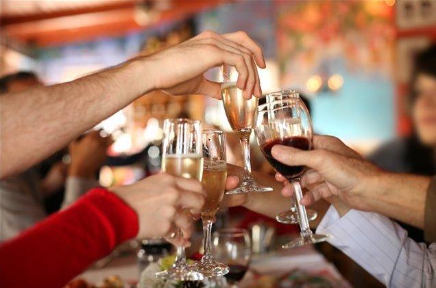 Người Pháp bắt đầu uống rượu say sưa từ đêm giao thừa cho đến ngày 3/1 mới kết thúc.
