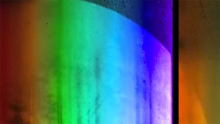 7 màu sắc bao quanh sao Diêm Vương hoàn toàn độc lập.
