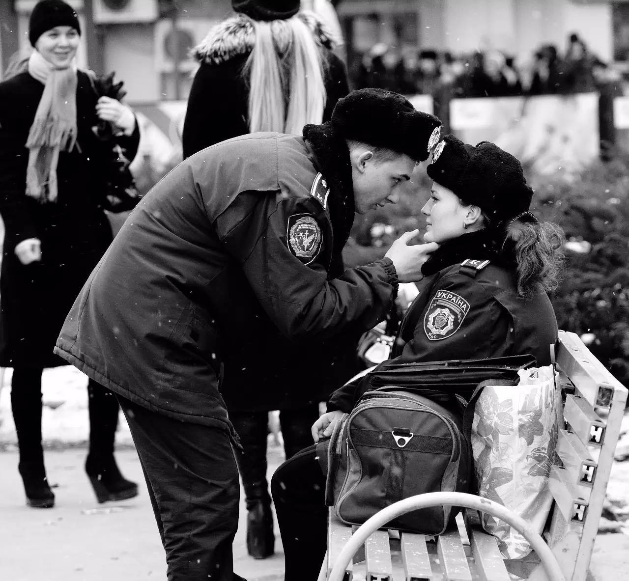 Armen Dolukhanyan, tác giả của bức ảnh đoạt giải khu vực châu Âu, Trung Đông và châu Phi, ghi lại hình ảnh đầy cảm xúc này ở Kharkov, Ukraine.