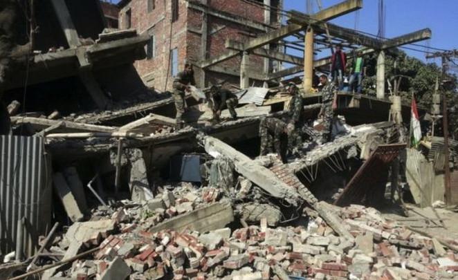 Nhiều tòa nhà bị động đất làm sập ở Imphal, Ấn Độ.