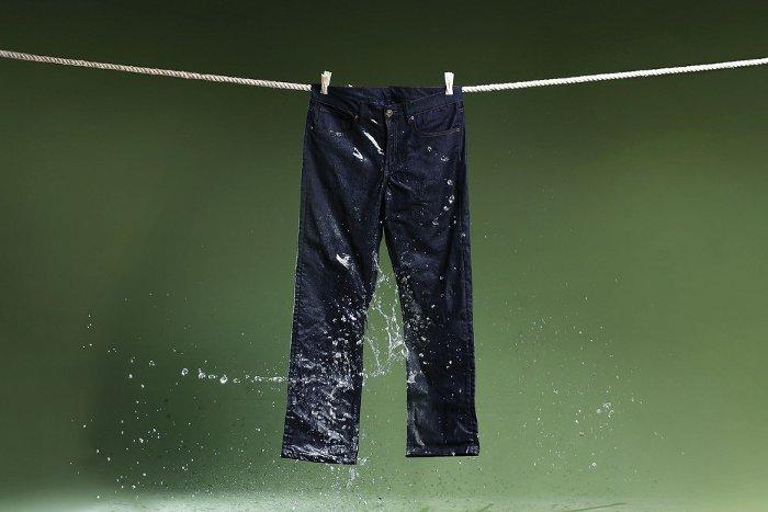 Vải của hãng ODO được dệt từ sợi phủ bạc.