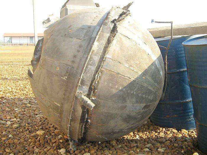 """Một quả """"cầu không gian"""" Space Balls khác được tìm thấy ở Belem, Brazil năm 2006."""