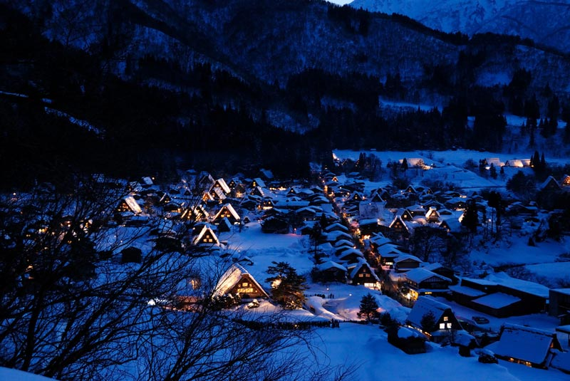 Làng cổ Shirakawa-go và Gokayama cũng là minh chứng rõ nét cho sự phát triển các làng nghề, đóng góp hoàn thiện cấu trúc xã hội.