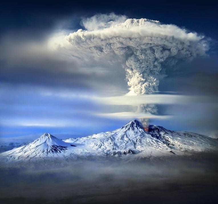 Núi Ararat là một núi lửa hình nón ở Thổ Nhĩ Kỳ.