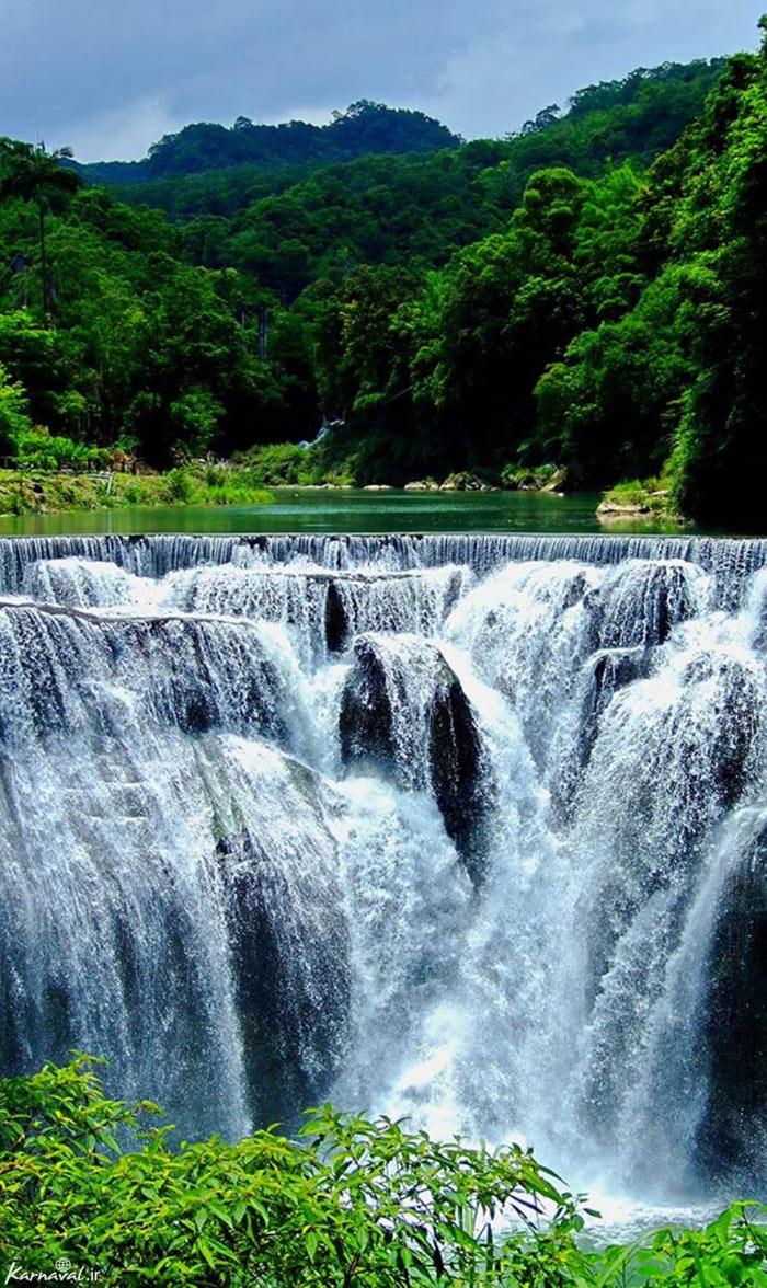 Shifen là một thác nước xinh đẹp nằm ở huyện Pingxi của Đài Loan trên phần trên của sông Keelung. Nó là một thác nước đẹp chiều cao và có chiều rộng 40 m. Dòng nước đổ từ trên cao xuống tạo thành một bể bơi nước tự nhiên khá thú vị.