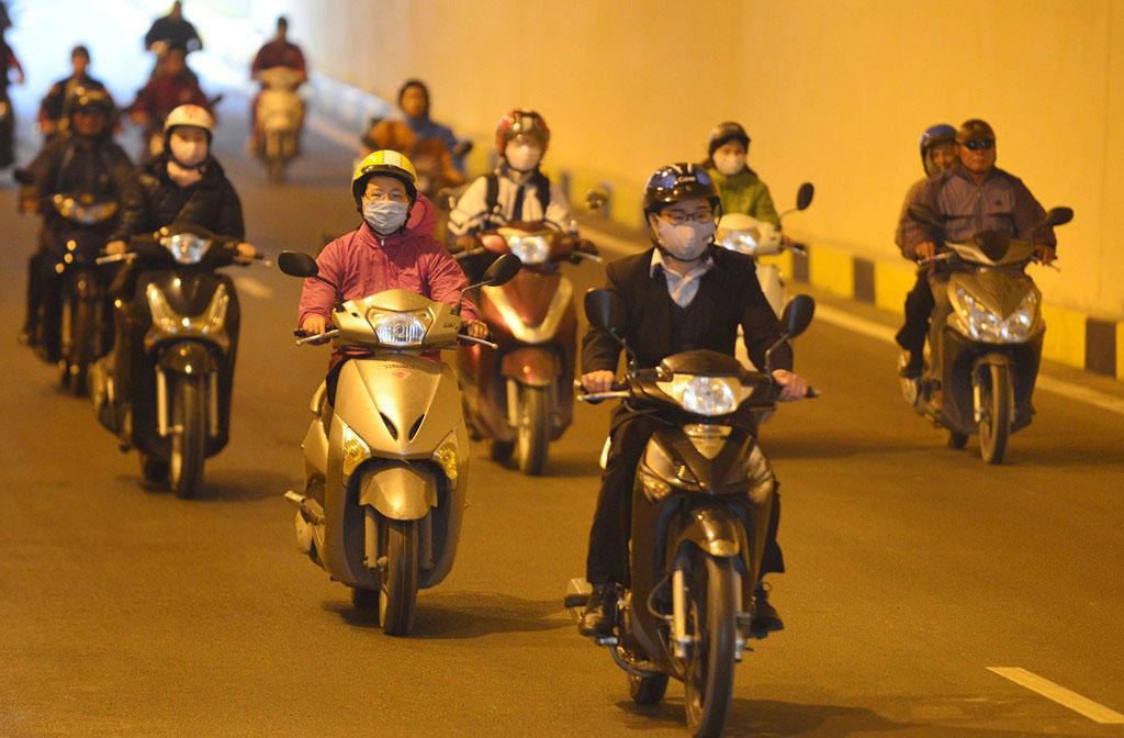 Xe máy được di chuyển dưới hầm ở tốc độ dưới 40 km/h.