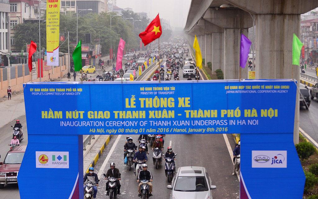 Hầm chui cơ giới Thanh Xuân tại nút giao Nguyễn Trãi - Khuất Duy Tiến chính thức thông xe 6h ngày 8/1. Diện mạo mới ở giao lộ 4 tầng sau khi thông hầm chui