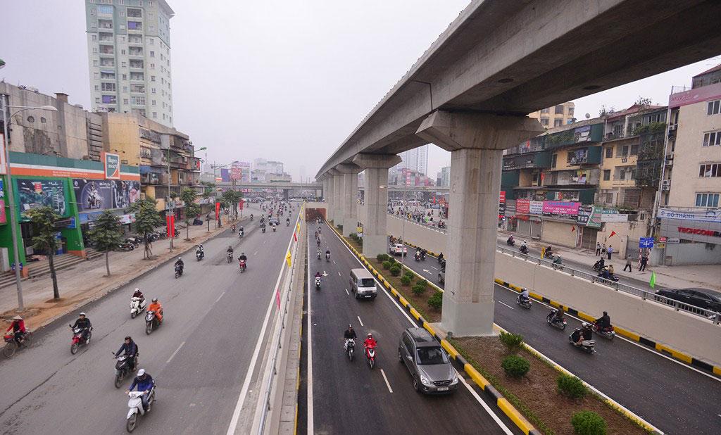 Đây là lần đầu tiên, người đi xe máy băng qua một trong những ngã tư lớn nhất thủ đô nhanh chóng, thoải mái.
