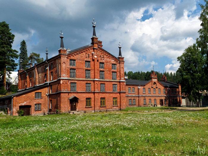 Nhà máy xay bột gỗ làm giấy Verla  được xây dựng từ thế kỷ thứ 19 và đến nay vẫn được bảo quản trong tình trạng nguyên vẹn.