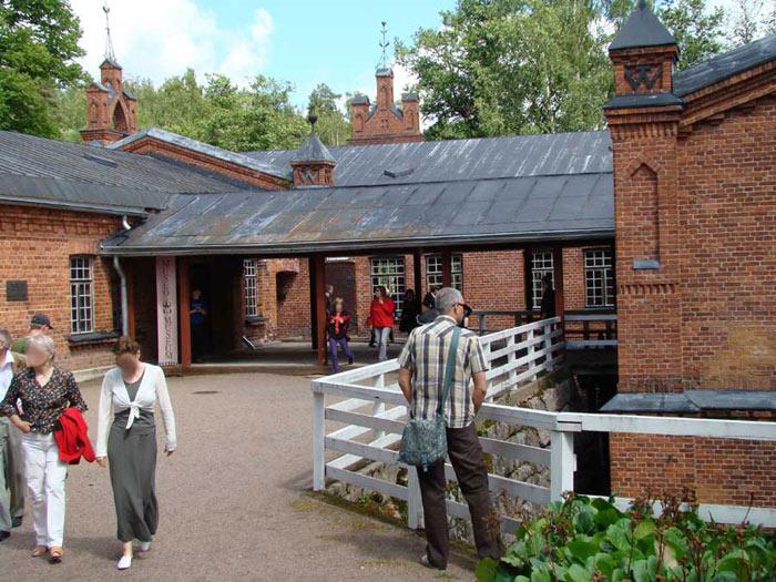 Hiện nhà máy xay bột gỗ làm giấy Verla là một bảo tàng hấp dẫn, rất  thu hút khách du lịch.