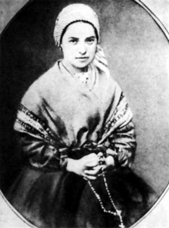 Tu nữ Bernadette Soubirous.