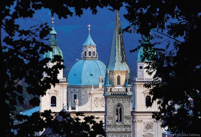 Những công trình kiến trúc trong Trung tâm lịch sử của thành phố Salzburg vẫn giữ được vẻ đẹp như thời kỳ huy hoàng của nó.