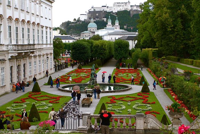 Khoảng cuối thế kỷ 18, Salzburg trở thành một trung tâm của văn hóa, nghệ thuật trong khu vực.