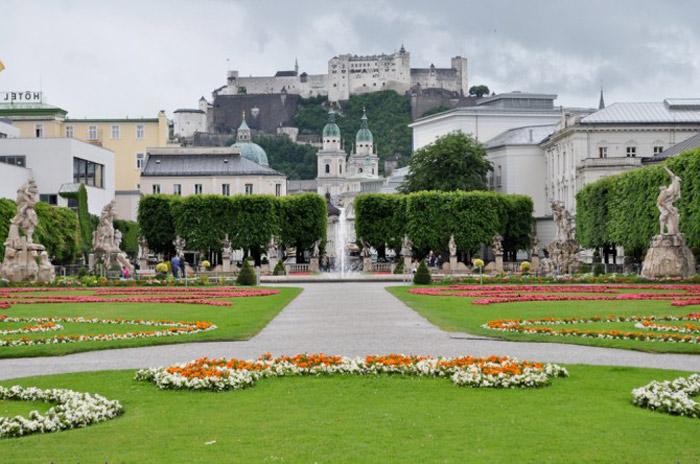 Chưa có một giai đoạn nào trong lịch sử mà Salzburg không để lại những công trình kiển trúc đáng giá.
