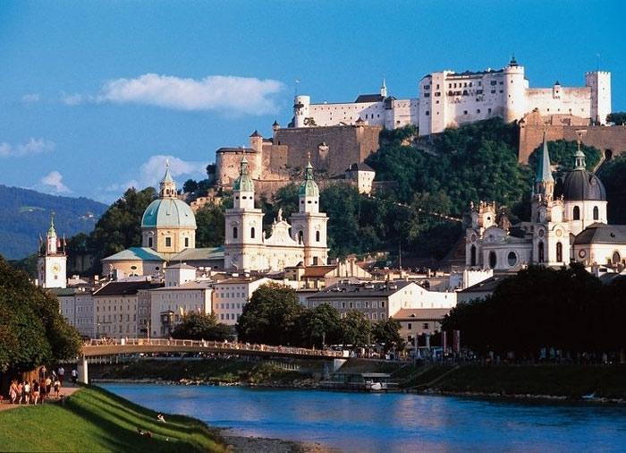 Thành từng được coi là một pháo đài bất khả xâm phạm từ thời Trung Cổ.