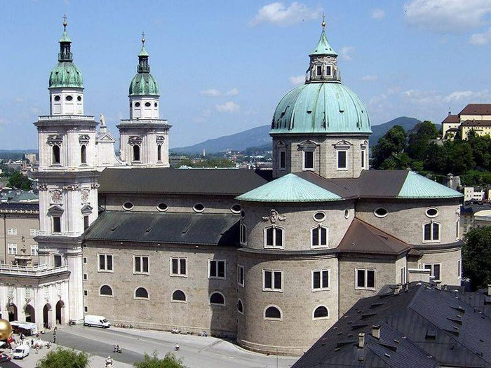 Salzburg có Tu viện Thánh Peter (Phêrô) là tu viện lâu đời nhất cho đến nay vẫn tồn tại