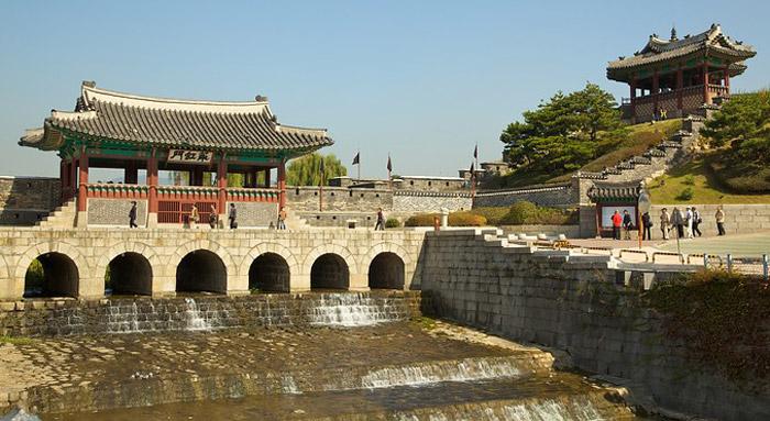 """Suwon được người đời sau mệnh danh là """"Thành phố của lòng hiếu thảo""""."""