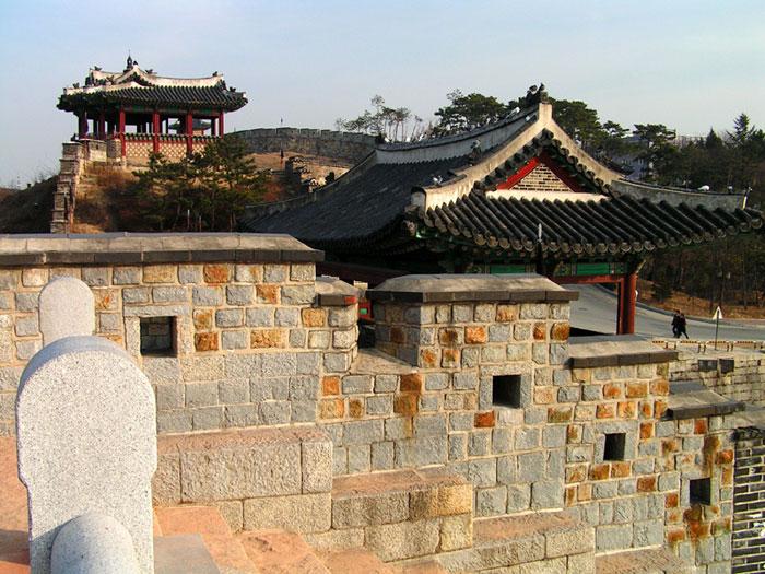 Công trình này đã tiêu tốn 870.000 nyang (đơn vị tiền tệ của Joseon đương thời) từ quốc khố, cùng 1.500 bao gạo để trả công cho thợ thuyền.