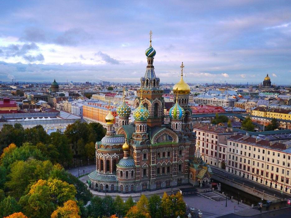 Thành phố lớn thứ nhì của Nga là bản hòa âm của các tác phẩm nghệ thuật và kiến trúc.