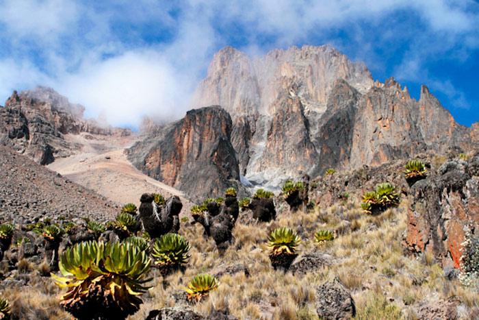 Núi Kenya thực chất là một ngọn núi lửa đã ngừng hoạt động nằm ở miền trung Kenya.