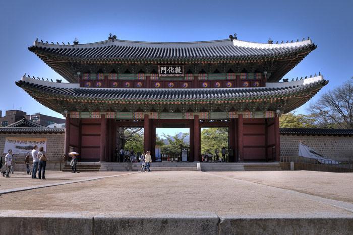 Changdeokgung là một cung điện nằm trong một công viên lớn tại thủ đô Seoul của Hàn quốc.