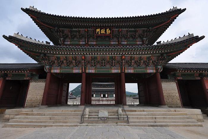 Cung điện Changdeokgung là một trong những tuyệt tác kiến trúcc và là niềm tự hào của Hàn Quốc