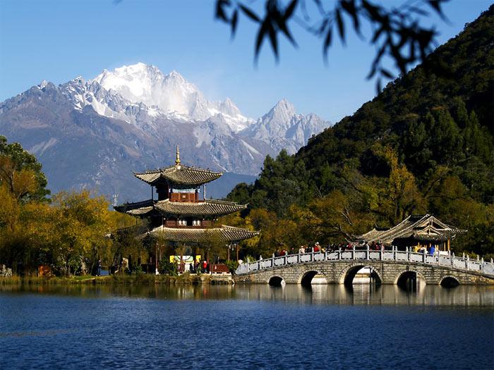 Thành cổ Lệ Giang nằm ở huyện Naxi – một huyện tự trị của tỉnh Vân Nam miền Tây Nam của Trung Quốc.