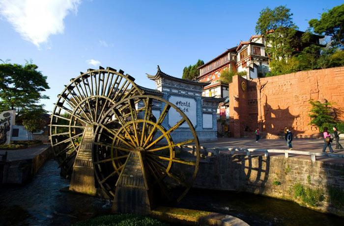 Biểu tượng của Lệ Giang, bánh xe nước ở Quảng trường Ngọc Hà