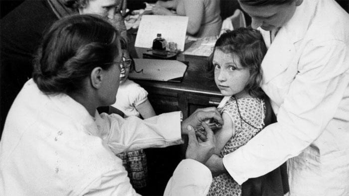 Đến những năm 1920, vắc xin các bệnh bạch hầu, ho gà, uốn ván và lao đã có.