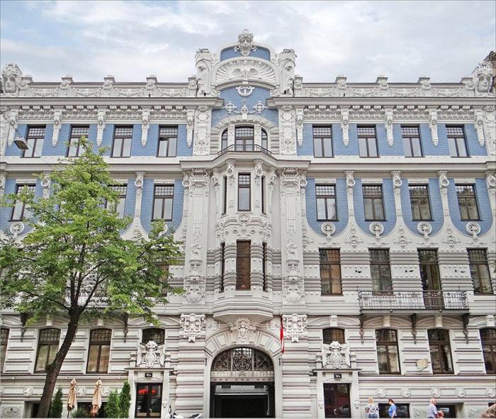 Các công trình trong khắp thành phố Riga đều mang phong cách kiến trúc nghệ thuật theo trường phái Art Nouveau