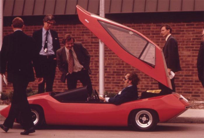 Lệnh cấm vận dầu mỏ vào năm 1973 làm giá xăng dầu tăng vọt cũng khiến xe điện được quan tâm.