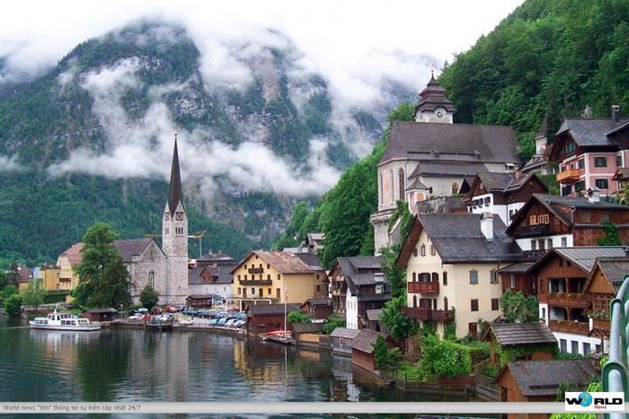 Cảnh quan văn hóa Hallstatt-Dachstein vùng Salzkammergut là minh chứng nổi bật cho sự kết hợp giữa yếu tố cảnh quan thiên nhiên và công trình kiến trúc hài hòa của con người.