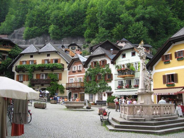 Kiến trúc nhà cửa, đường phố độc đáo của Hallstatt đã tạo nên sức hút riêng cho thành phố này
