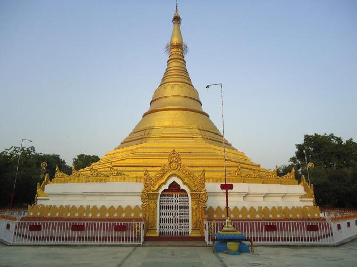 Lumbini có một số ngôi chùa, đền thờ trong đó có đền thờ Hoàng hậu Mada.
