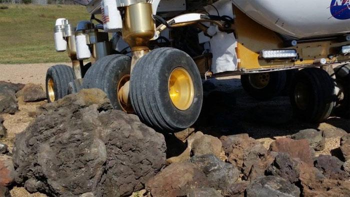 Cơ chế chuyển động của SEV giúp nó có thể vượt qua mọi địa hình khác nhau.