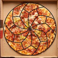 Đây là cách cắt bánh pizza của các nhà khoa học và nó sẽ khiến bạn điên đầu