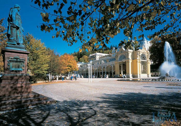 Trung tâm lịch sử của Tallinn đẹp nổi tiếng với những công trình kiến trúc công cộng như nhà thờ, tòa thị chính, quảng trường trung tâm ...