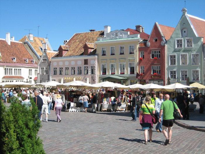 Mặc dù là thành phố nhỏ nhưng Tallinn rất thu hút khách du lịch bởi lịch sử văn hóa nơi đây