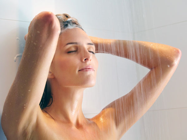 Tắm nóng có thể giúp giảm bớt cơn ho do lỏng hóa tiết dịch ở mũi.