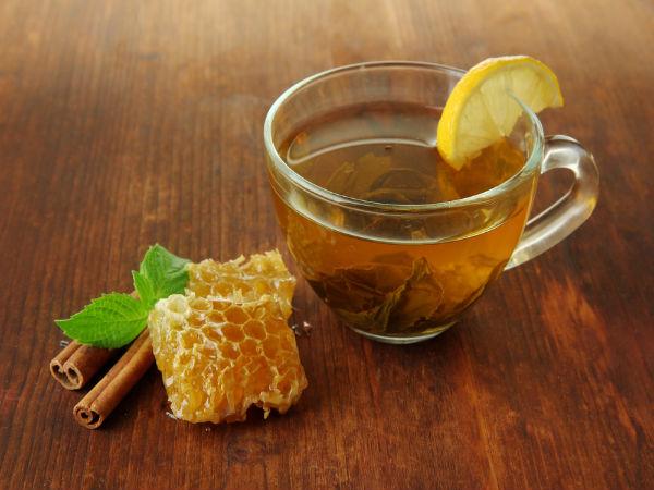 Sau khi đun sôi mật ong, quế và chanh, xi rô hỗn hợp này có thể giúp bạn khỏi ho.