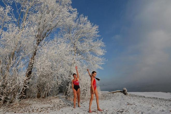 Một vài thành viên chia sẻ rằng tắm nước lạnh thường xuyên khiến cơ thể họ khỏe mạnh hơn. Yulia Klimenkova, 16 tuổi, cho biết dòng nước lạnh làm tăng khả năng miễn dịch của cô bé và còn giúp cô khỏi được bệnh đường hô hấp do virus gây nên.