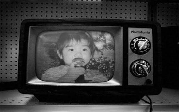 TV đen trắng vì sao không được gọi là TV màu?