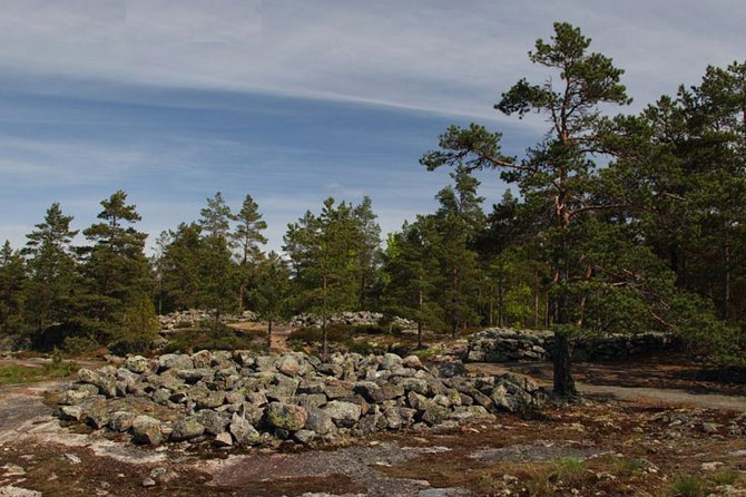 Các mộ đá có liên quan tới tôn giáo thời thần mặt trời