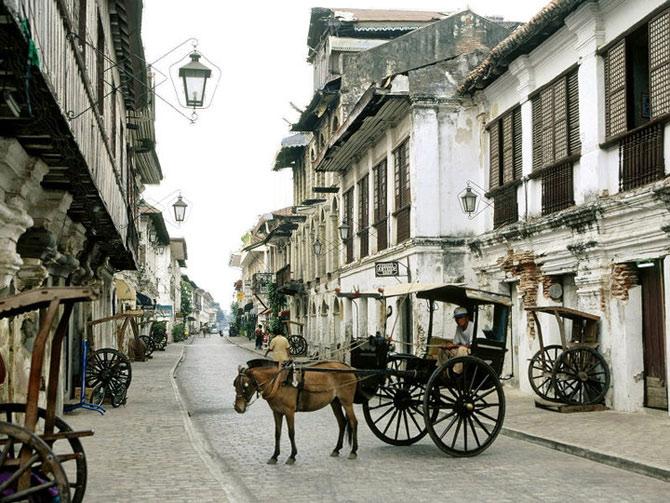 Thành phố cổ Vigan ở tỉnh Ilocos Sur, Philippines được thế giới biết đến với tư cách thành phố thuộc địa của Tây Ban Nha còn giữ được nguyên vẹn nhất hiện nay tại Châu Á.