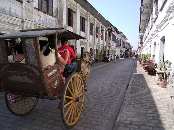 Lịch sử thành phố này đã có từ trước khi người Tây Ban Nha xuất hiện và đô hộ Philippines. Vào giai đoạn đó, Vigan chỉ là một làng nhỏ gồm nhiều nhà sàn được dựng bằng tre hoặc gỗ.