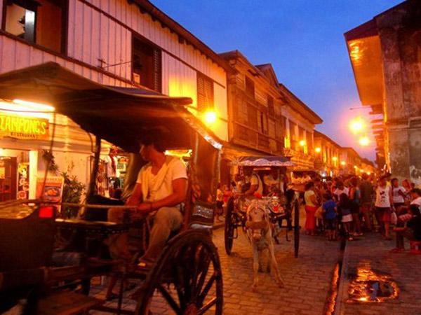 Thị trấn Vigan là một trong những điểm đến hấp dẫn được nhiều khách quốc tế
