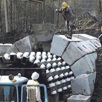 Video: Lắp ghép những khối bê tông nhỏ để tạo thành đường hầm