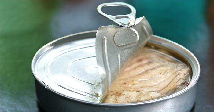"""Cá đóng hộp thường được chế biến từ cá biển. Do đó, nó """"tự nhiên"""" hơn là cá nuôi."""